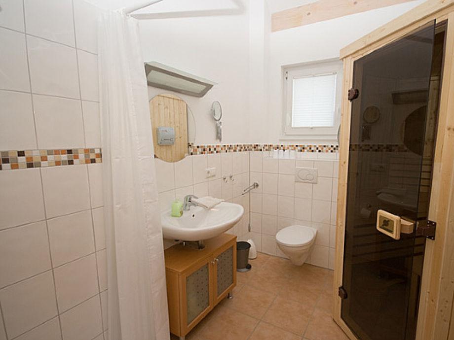 bad mit sauna badezimmer sauna bnbnews b der planen. Black Bedroom Furniture Sets. Home Design Ideas