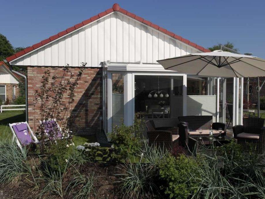 Terrasse mit einem Sonnenschirm