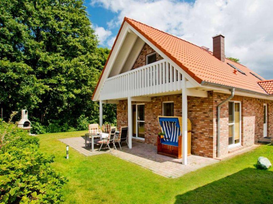 Ferienhaus mit einer Terrasse und einem Strandkorb