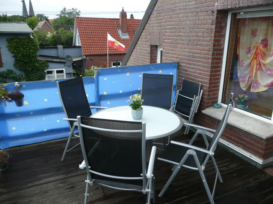 Dachterasse mit Gartenstühlen