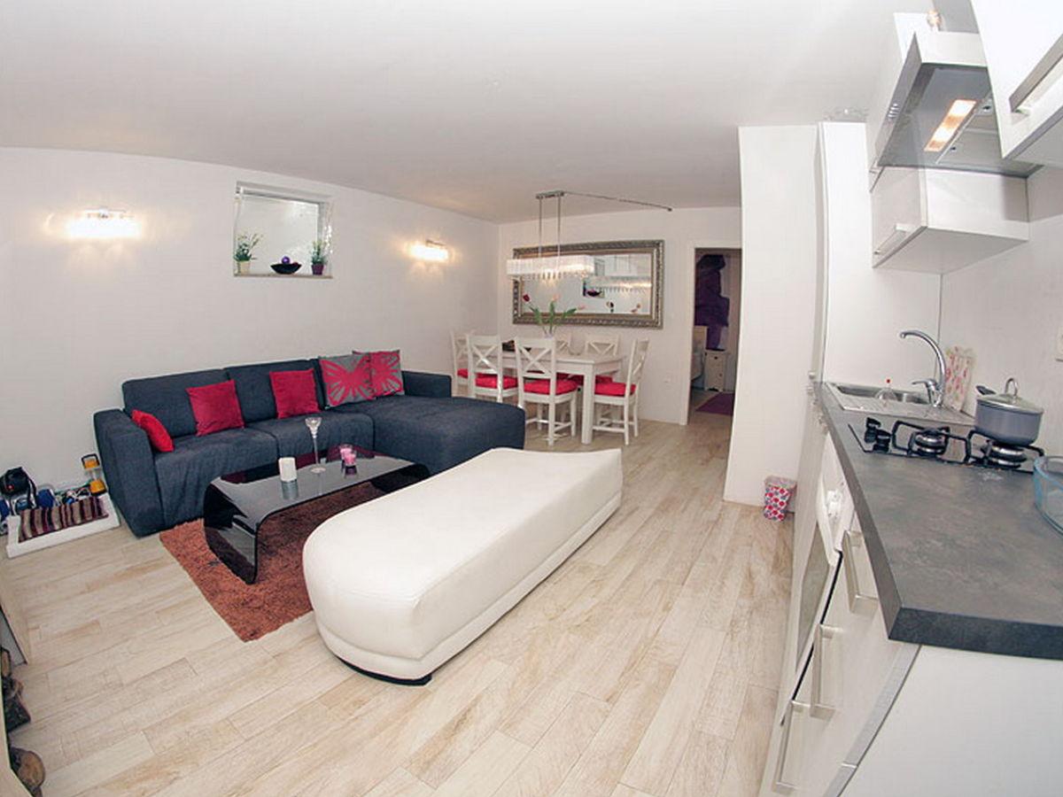 villa tamaris dalmatien makarska firma prominens d o o. Black Bedroom Furniture Sets. Home Design Ideas