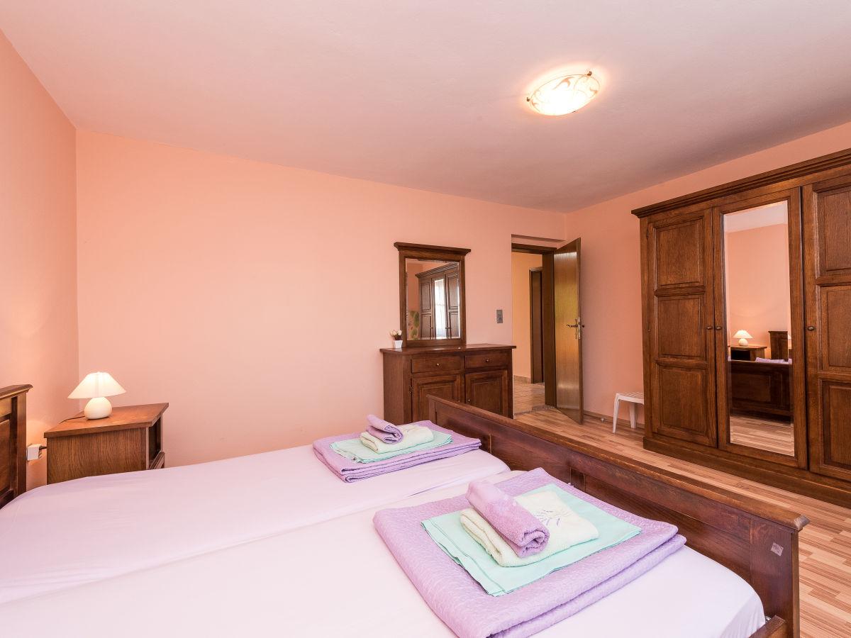 ferienhaus zadar 2 sabunike kroatien dalmatien privlaka frau mirjana alaburic. Black Bedroom Furniture Sets. Home Design Ideas