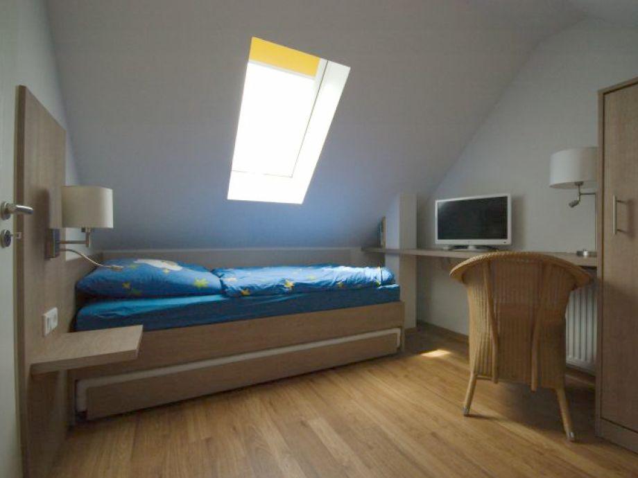 Ferienhaus robbenplate haus 22 nordsee butjardingen for Schlafzimmer dachgeschoss
