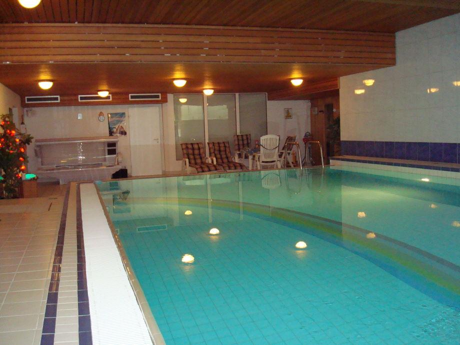Außen-Hallen-Schwimmbad Abgangstreppe,Vorraum.