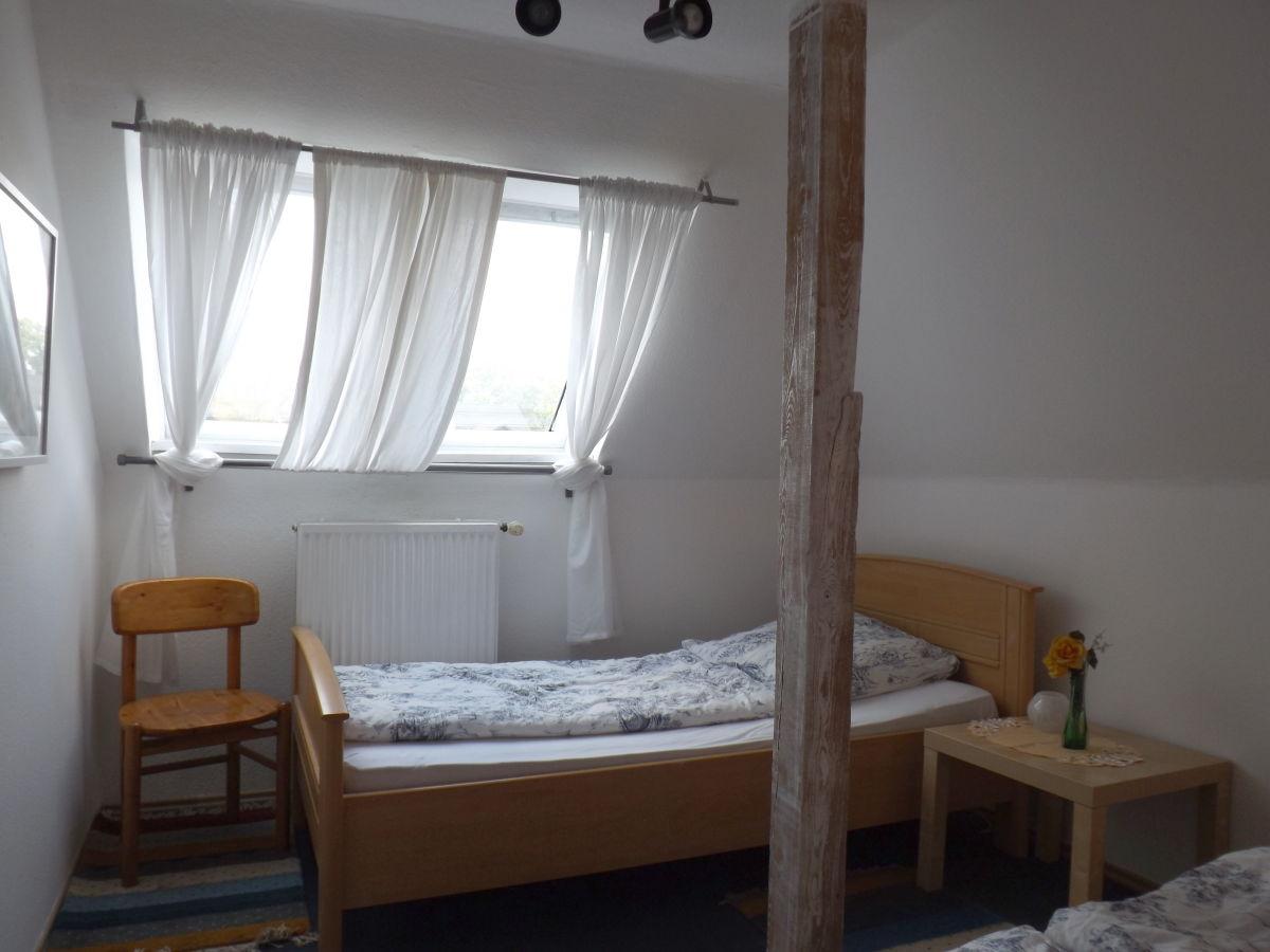 ferienwohnung petersen 3 zimmer bis 7 9 personen schnelsen frau christel petersen. Black Bedroom Furniture Sets. Home Design Ideas