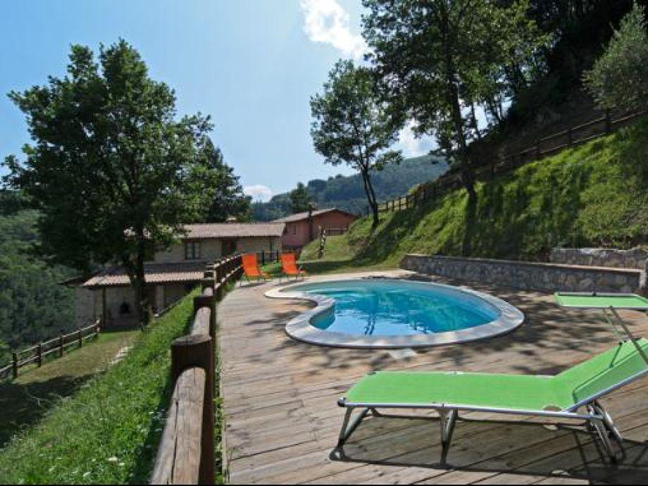 Ferienhaus lissy italien toskana firma villapartner for Pool und garten
