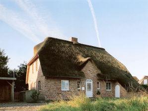 Ferienhaus im Dorf, rechts