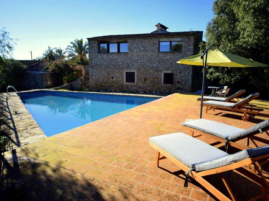 Pool mit Sonnen Terrasse  mit Sonnenliegen