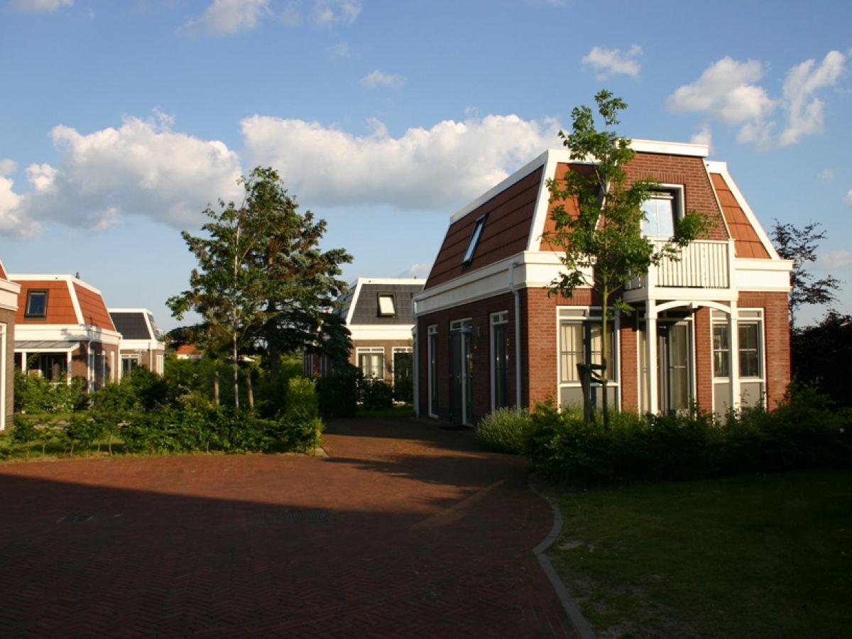 ferienhaus tulp zee south holland noordwijk firma bungalowparck tulp en zee mr mark smit. Black Bedroom Furniture Sets. Home Design Ideas