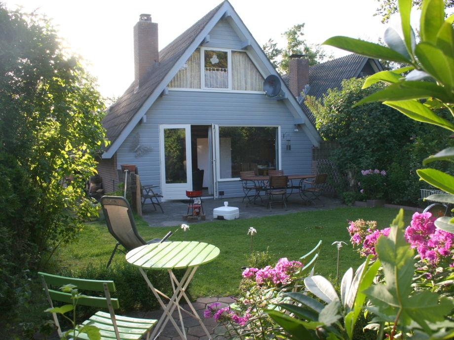 Hausansicht mit 2 Terrassen