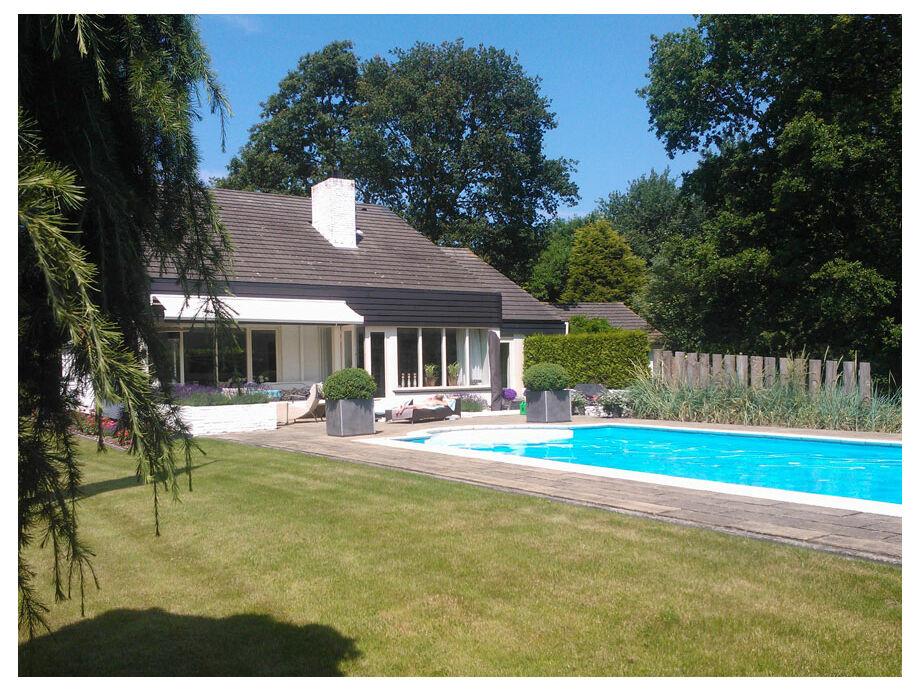 Das Ferienhaus mit einem großen Pool