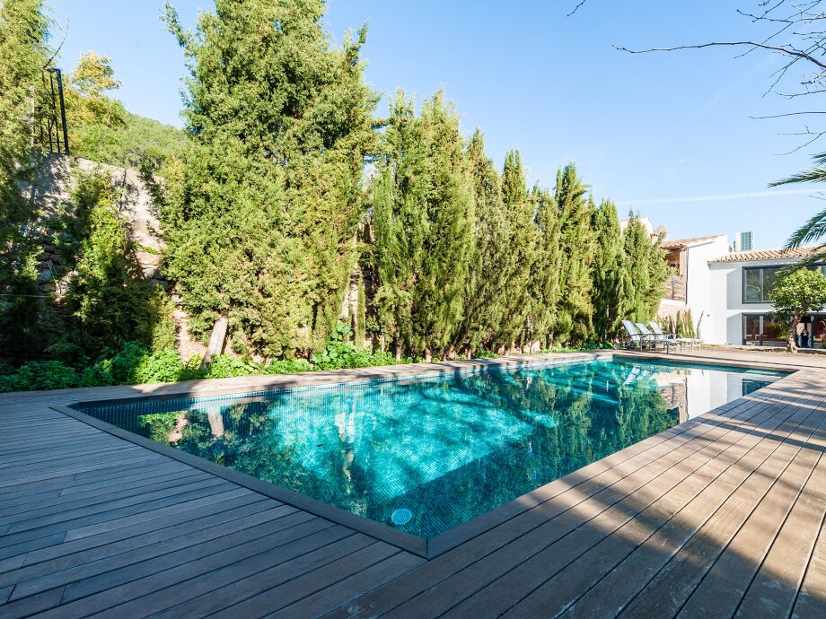 Großzügiger Swimming-Pool