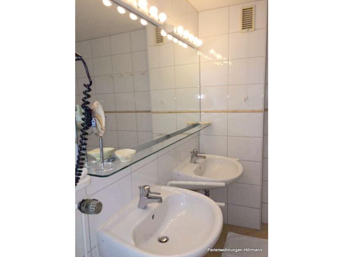 Ferienwohnung haus halligblick whg 20 wyk auf f hr firma h rmann urlaubsdomizile f hr gmbh - Badezimmer zwei waschbecken ...