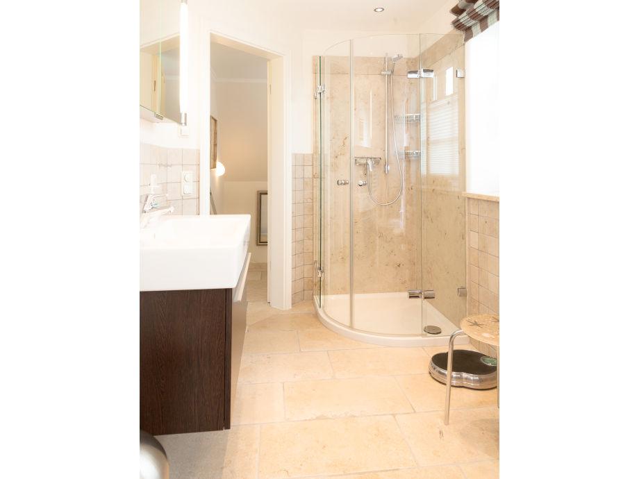 Ferienhaus traumzeit braderup auf sylt sylt braderup - Badezimmer mit dusche und badewanne ...