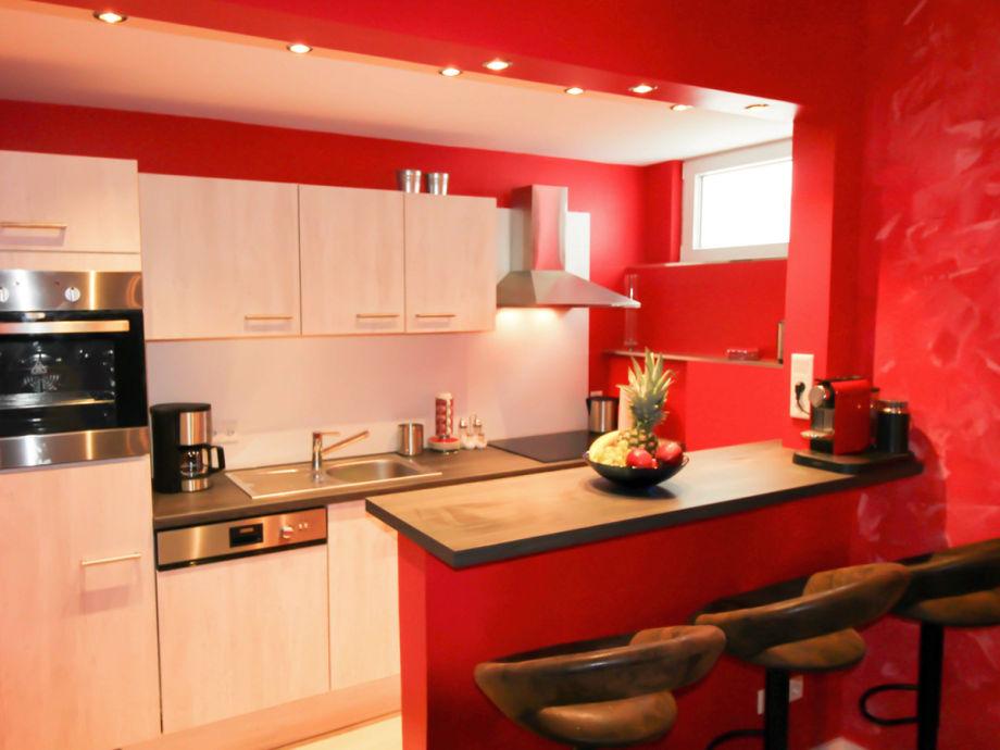 offene, vollausgestattete Küche mit Nesspressomaschine