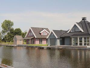 Villa Smient im Villenpark Sneekermeer