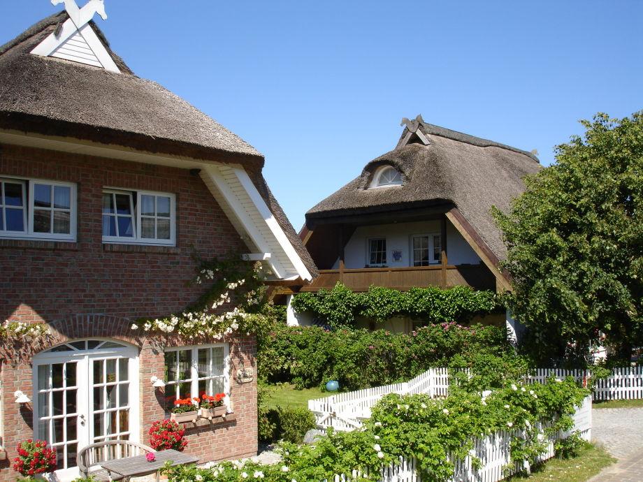 Zwei 5-Sterne Reetdach-Ferienhäuser