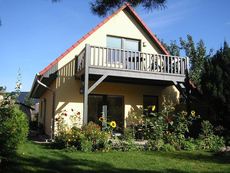 Ferienhaus Am Seeufer mit großem süds. Balkon oder Terrasse