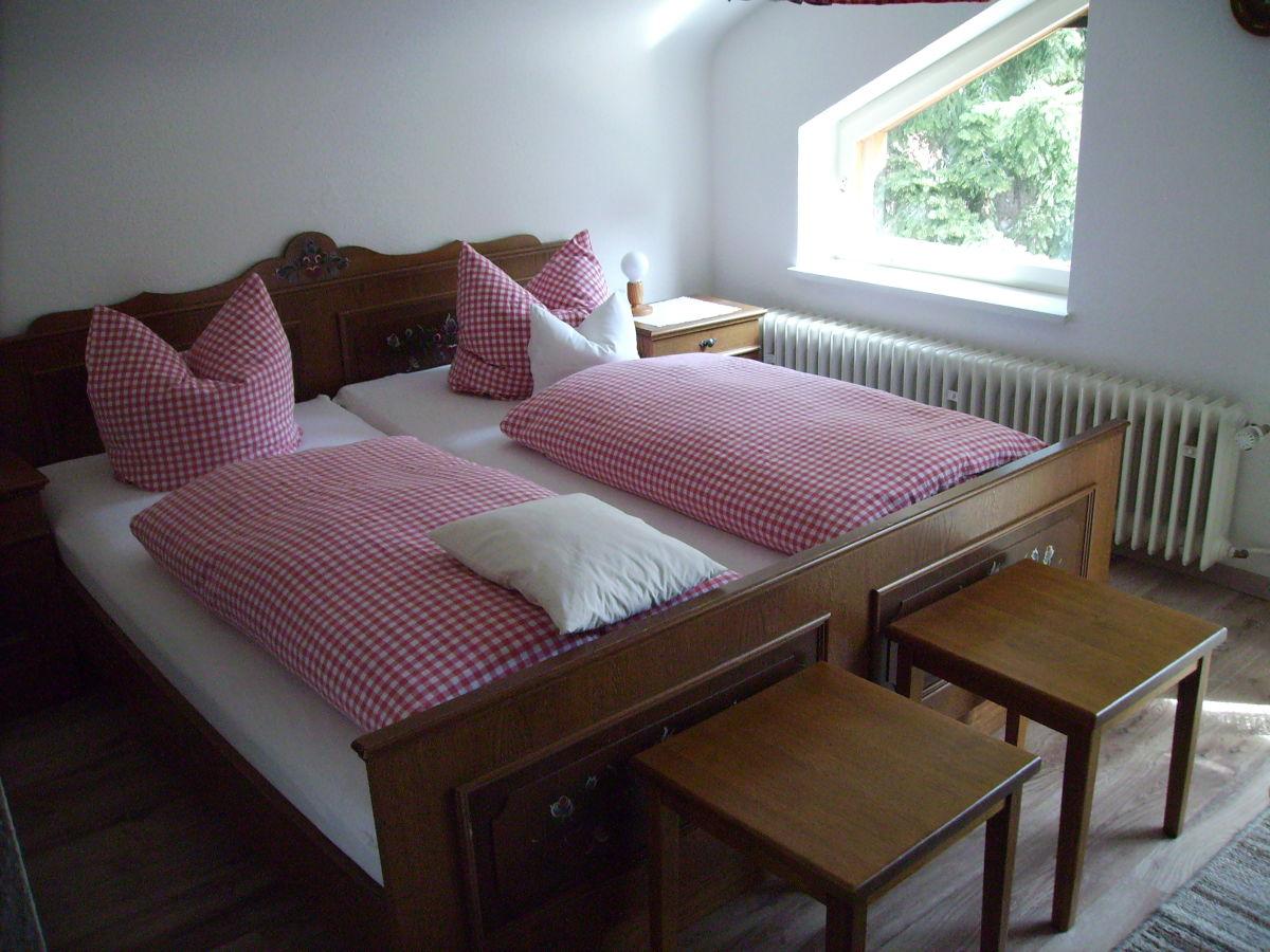 Schlafzimmer ca. 14 qm Blick auf Wohn- und Schlafzimmer Badezimmer