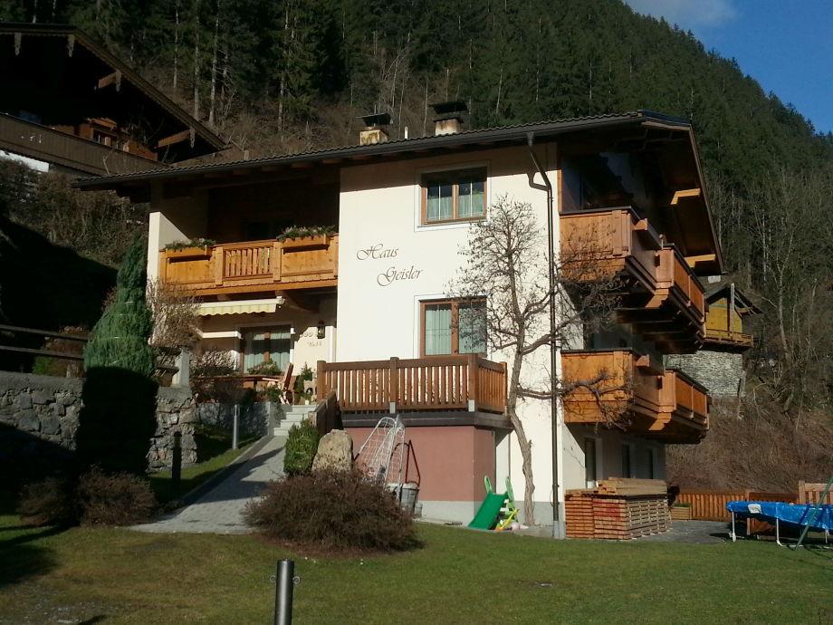 Unser Haus mit Garten und Balkon