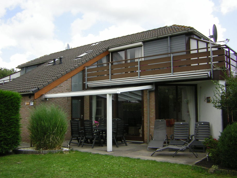 Blick zum Haus mit Terrassenüberdachung !!!!
