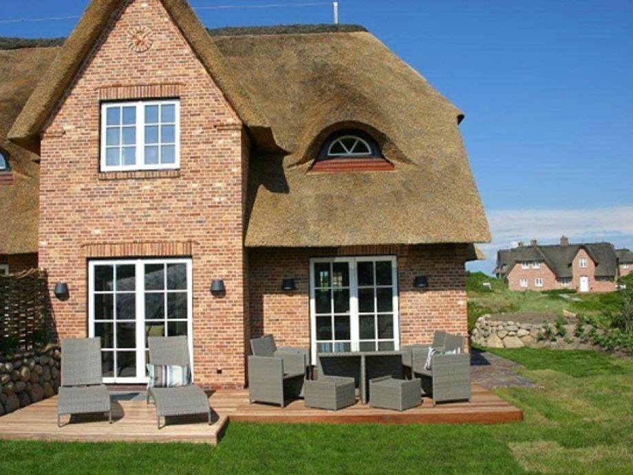 Das neue Reetdachhaus mit Terrasse und Garten