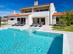 Villa Dorotea mit Pool