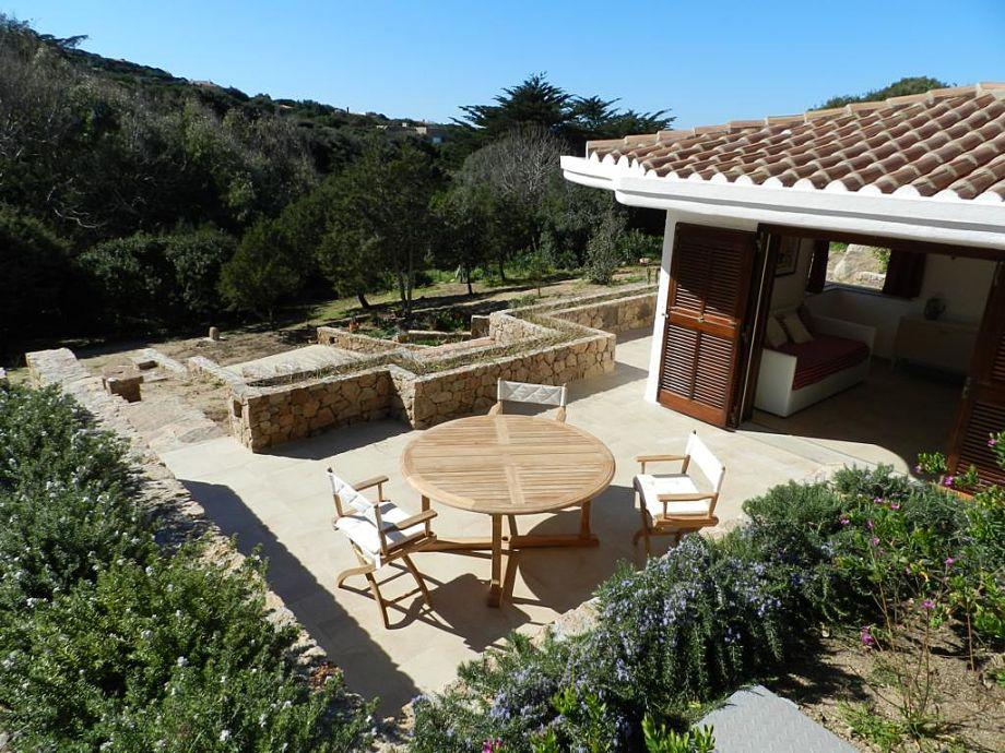 Villa und Terrasse