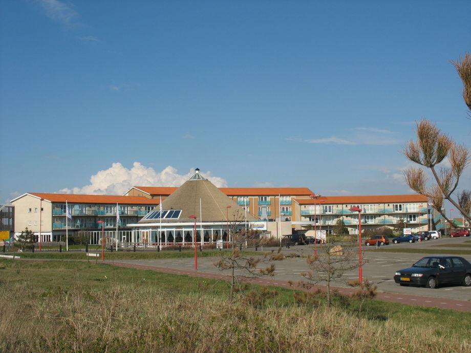 Die Außenansicht der Ferienanlage in Juliandorp