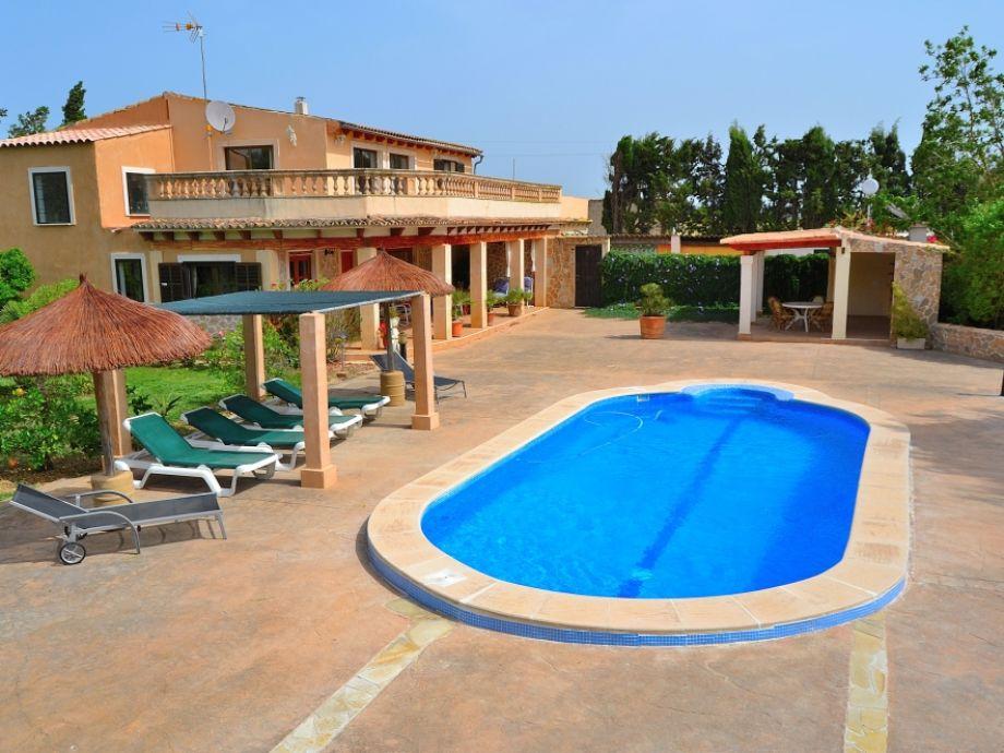 Toller Blick auf Ferienhaus  und Pool