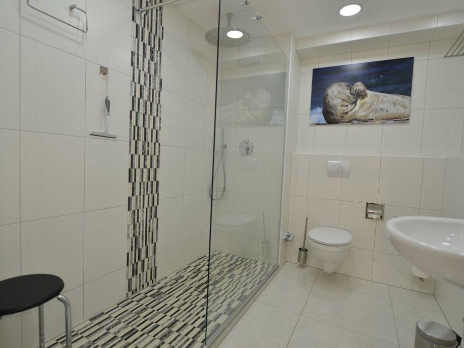 Neues Bad ebenerdig mit Regendusche