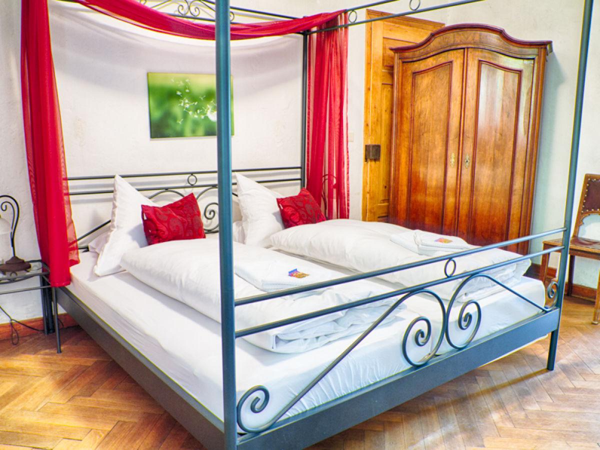 Schlafzimmer Ferienwohnung Schlossgarten