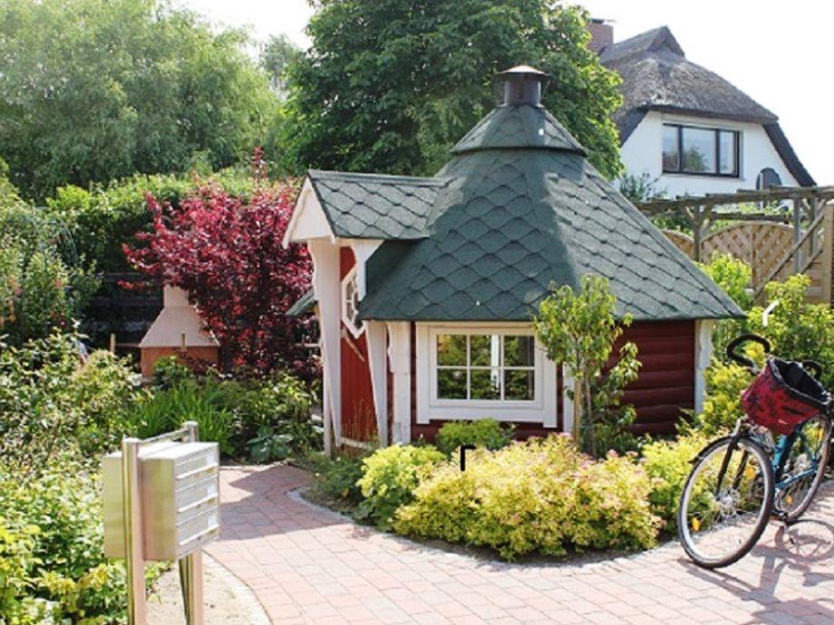 Garten mit Grillkota
