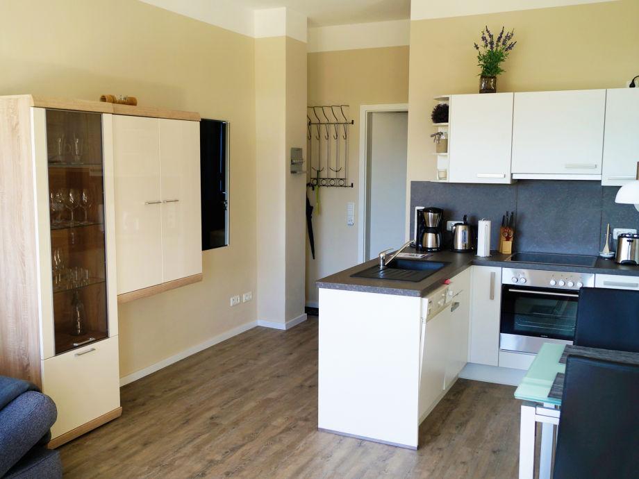 Moderne wohnzimmer mit offener kuche dekoration inspiration innenraum und m bel ideen - Moderne kuche mit wohnzimmer ...