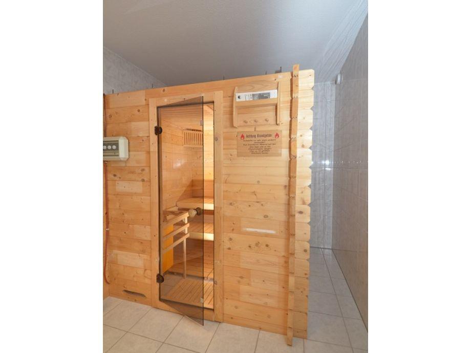 ferienwohnung 02 im ferienhaus binz f617 mit eigener sauna mecklenburg vorpommern ostsee. Black Bedroom Furniture Sets. Home Design Ideas