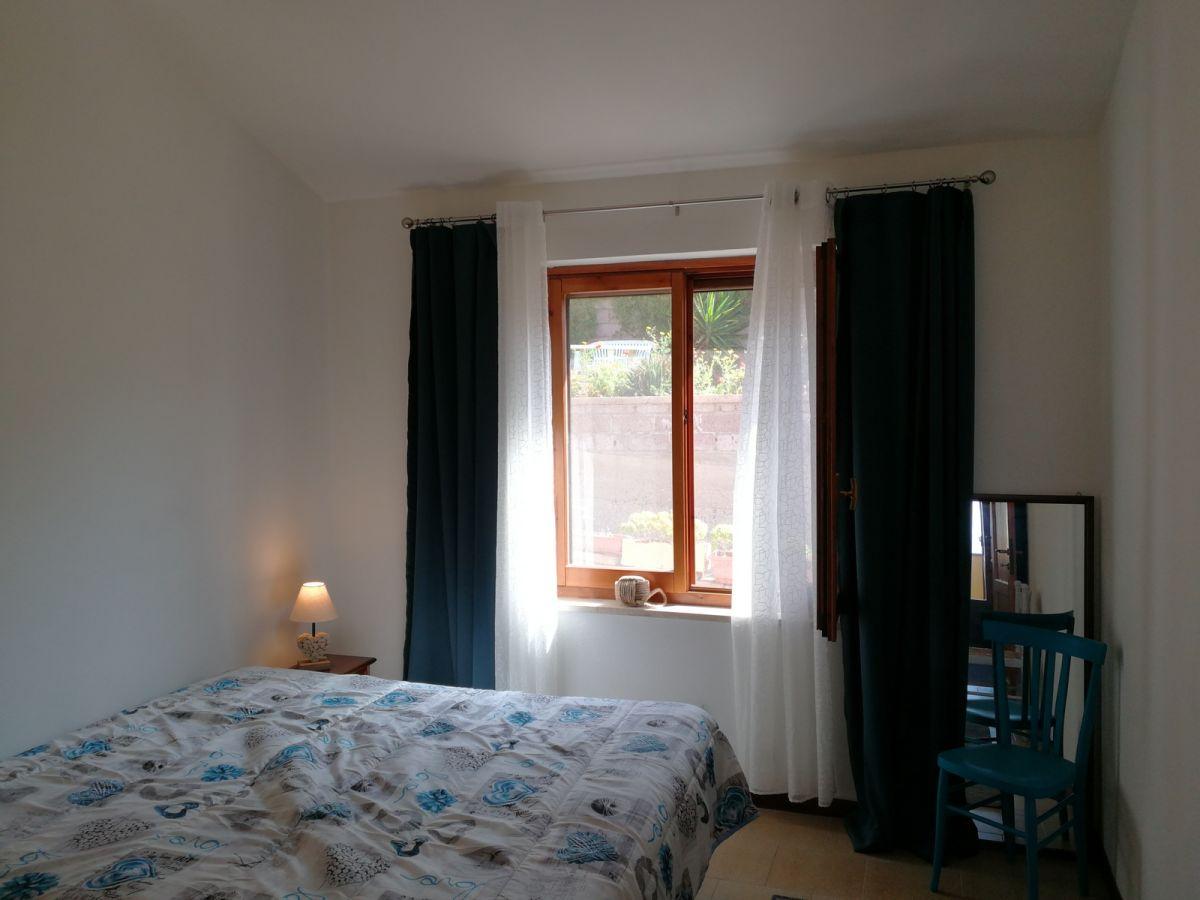 ferienwohnung aquamare direkt am meer balkon und garten mit meerblick italien sardinien. Black Bedroom Furniture Sets. Home Design Ideas