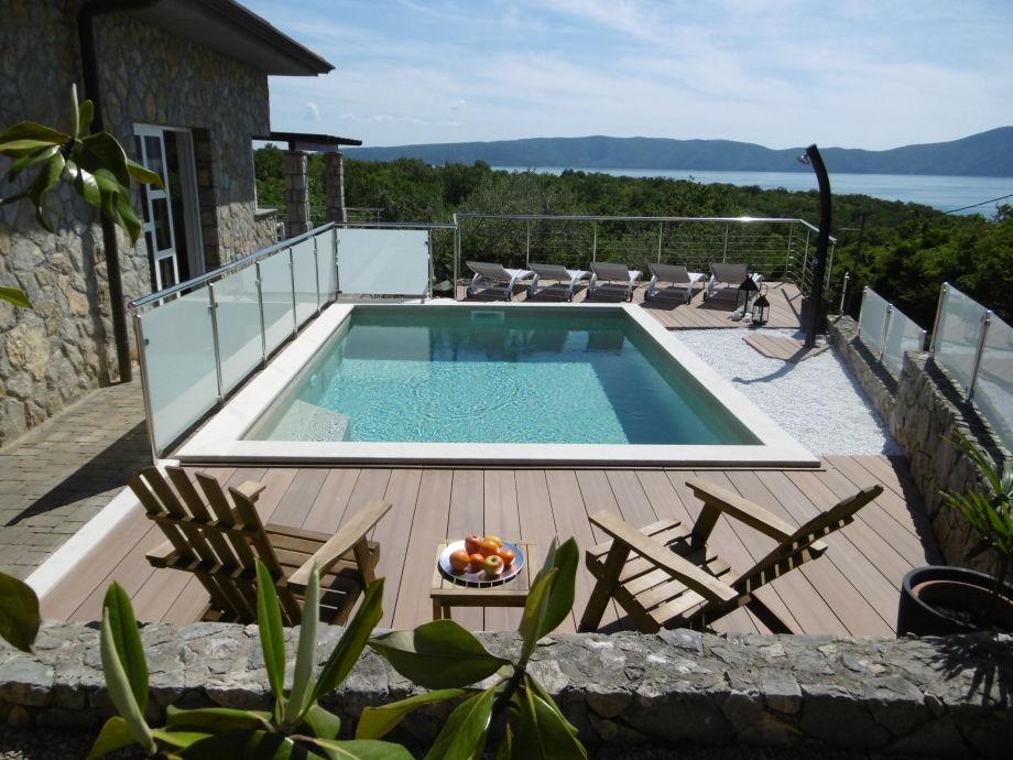 Außenaufnahme Green Logde mit Swimmingpool