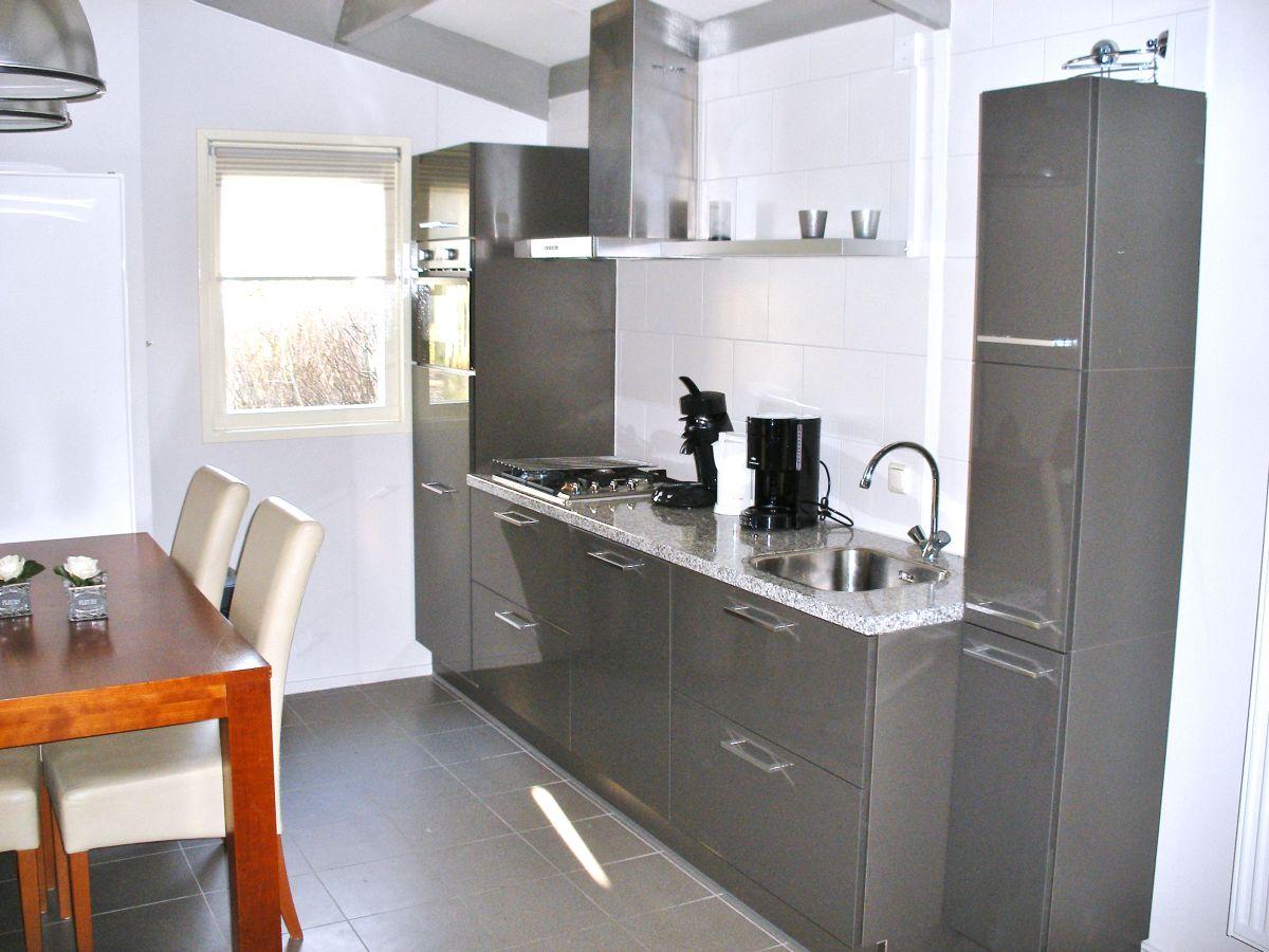 bungalow in andijk ijsselmeer andijk frau brigitte licht. Black Bedroom Furniture Sets. Home Design Ideas