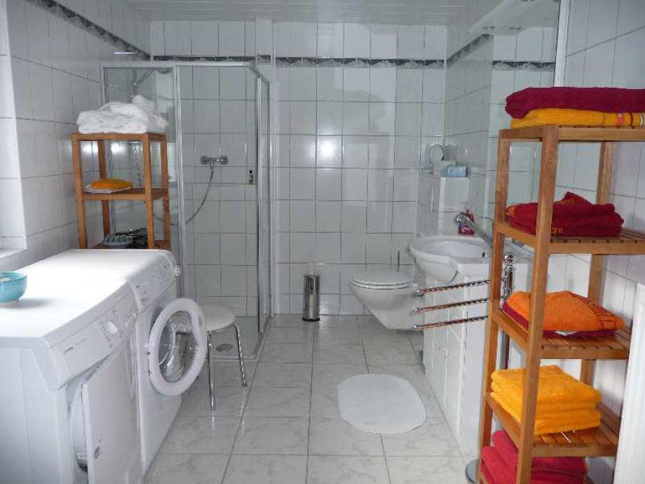 bad mit waschmaschine. Black Bedroom Furniture Sets. Home Design Ideas