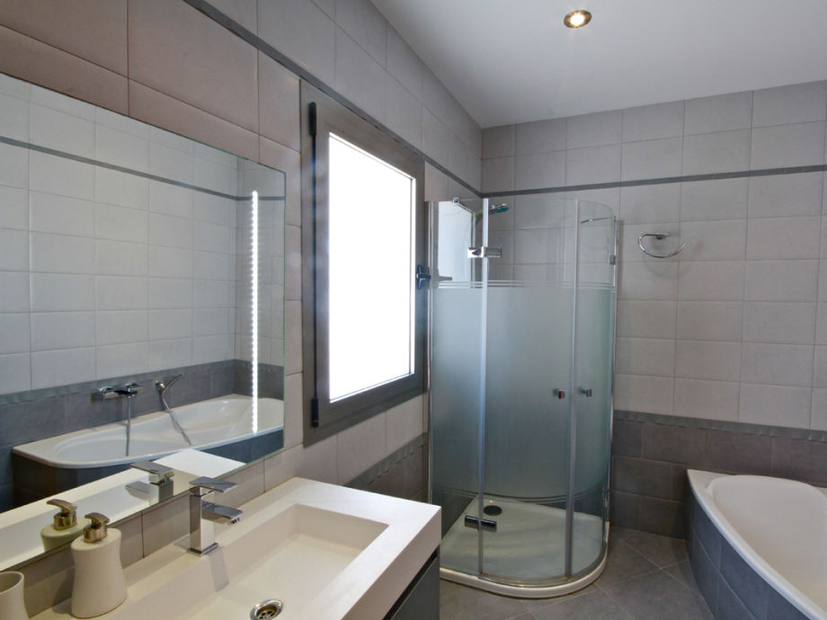 Separates Badezimmer