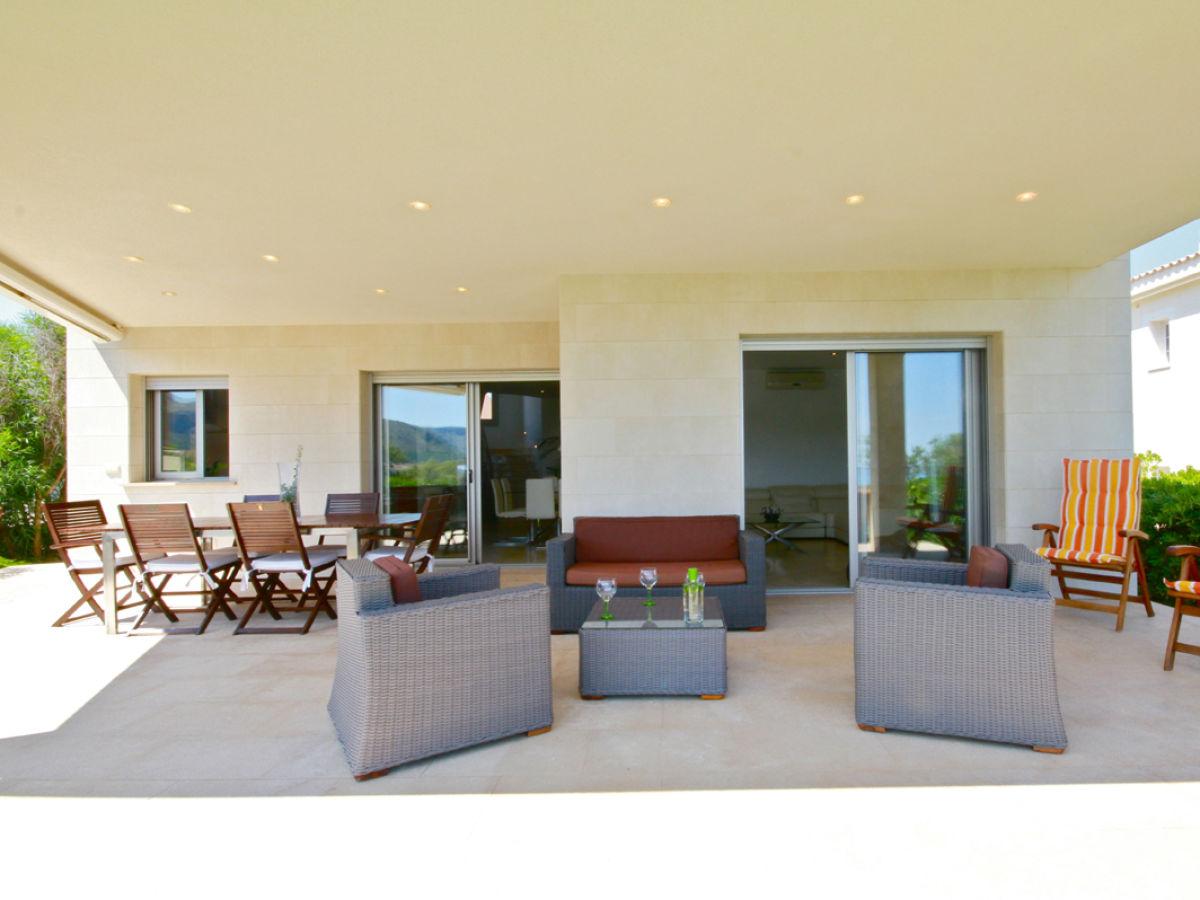 ferienhaus am strand eine moderne villa in 1 linie. Black Bedroom Furniture Sets. Home Design Ideas