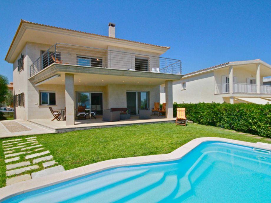 Bildhübsche Villa in 1. Strandlinie mit Pool