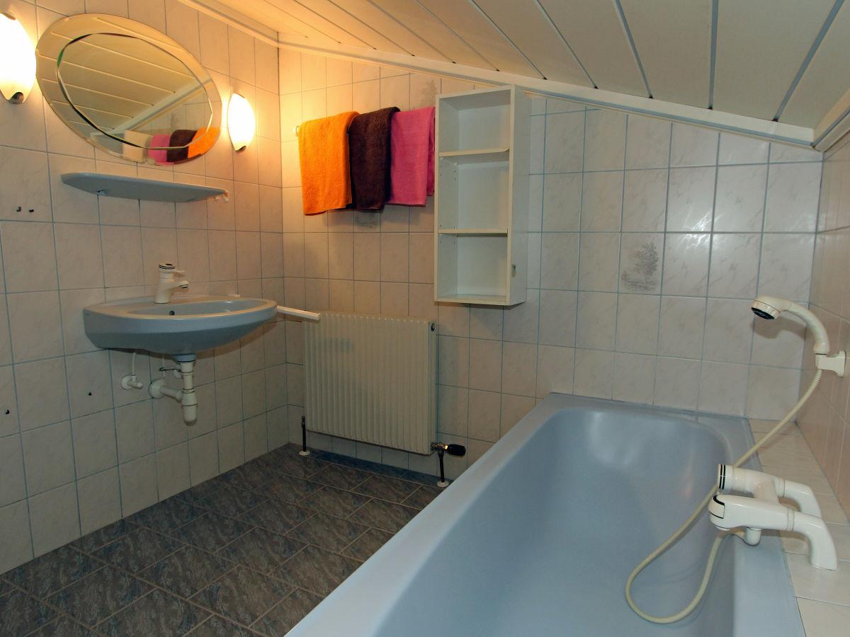 Apartment sonnenblick beim zinzlerbauer nationalpark hohe - Badezimmer mit dusche und badewanne ...