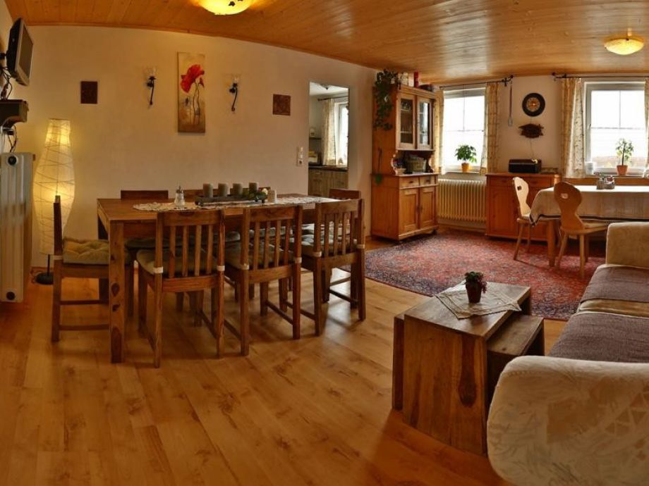 Aufenthaltsraum mit Eckbank, Sofa, Esstisch