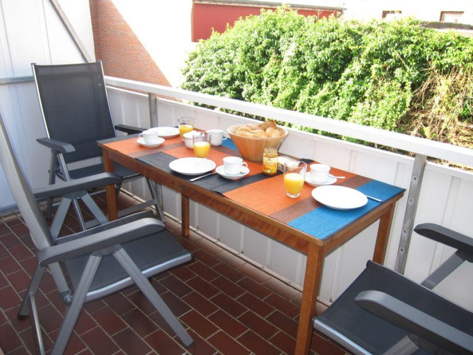 Großer Balkon für Ihr Urlaubsfrühstück