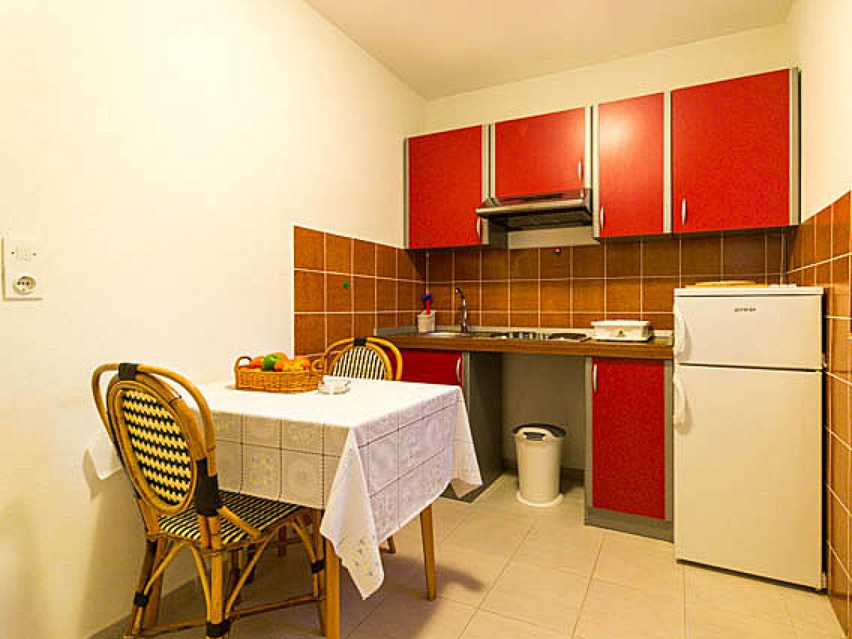 ferienwohnung strand apartment lovro insel krk frau. Black Bedroom Furniture Sets. Home Design Ideas