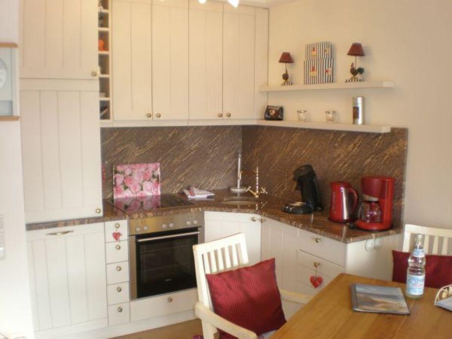 Die schöne Küchenzeile der Wohnung 59 im Haus Norderhoog in der Kjeirstr. 20, in Westerland