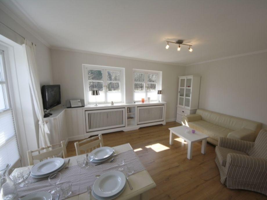 Blick ins Wohn-/Esszimmer von der Küche aus gesehen