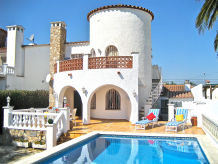 Holiday house CASA CAPITAN with private pool and mooring