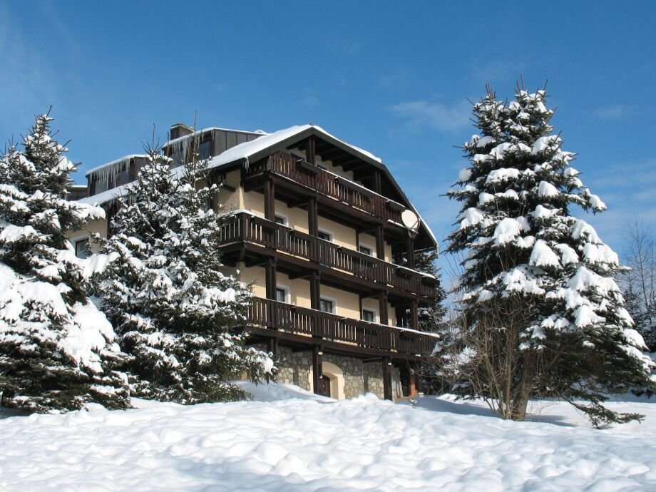 Der Falkenhof im Wintermantel